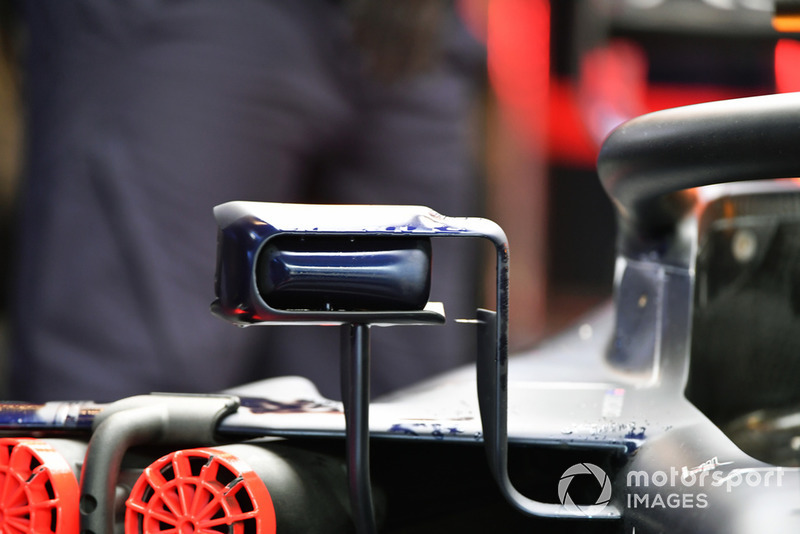 Espejo del Red Bull RB14