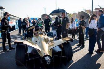 La voiture d'Andre Lotterer, DS TECHEETAH, DS E-Tense FE19, sur la grille