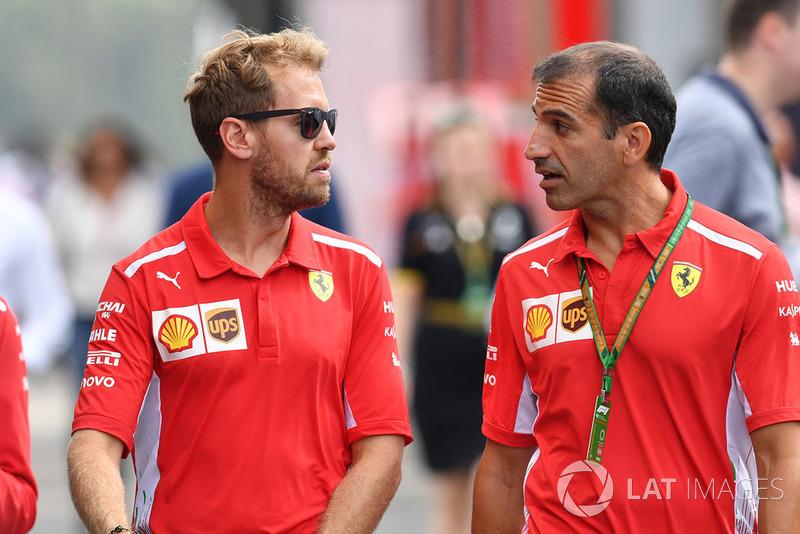 Sebastian Vettel, Ferrari avec des membres de Ferrari