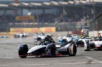 Oliver Rowland, Nissan e.Dams, Nissan IMO1 leads Lucas Di Grassi, Audi Sport ABT Schaeffler, Audi e-tron FE05