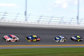 Erik Jones, Joe Gibbs Racing, Toyota Camry Sport Clips, William Byron, Hendrick Motorsports, Chevrolet Camaro Axalta