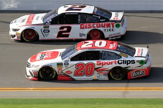 Brad Keselowski, Team Penske, Ford Mustang Discount Tire Erik Jones, Joe Gibbs Racing, Toyota Camry Sport Clips