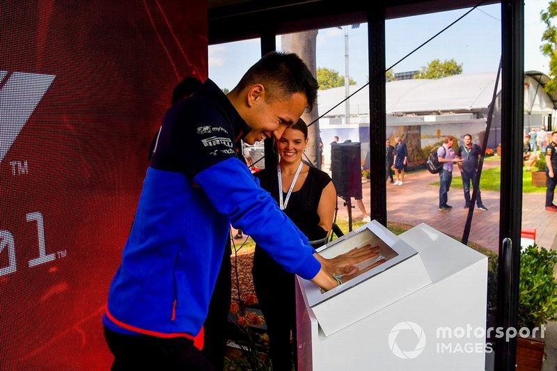 Alexander Albon, Scuderia Toro Rosso hand mould
