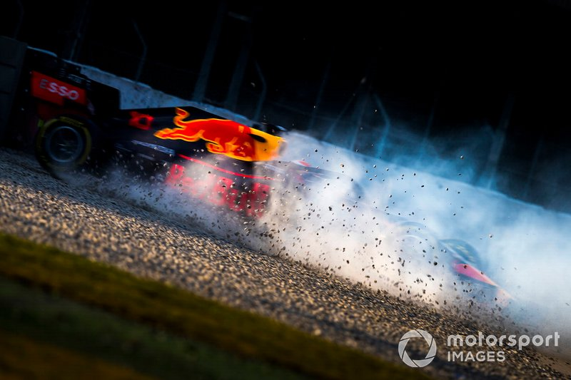Max Verstappen, Red Bull Racing RB15, gira nella ghiaia