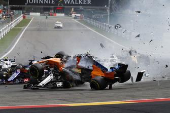 Авария: Фернандо Алонсо, McLaren MCL33, Шарль Леклер, Alfa Romeo Sauber C37, Нико Хюлькенберг, Renault Sport F1 Team RS18