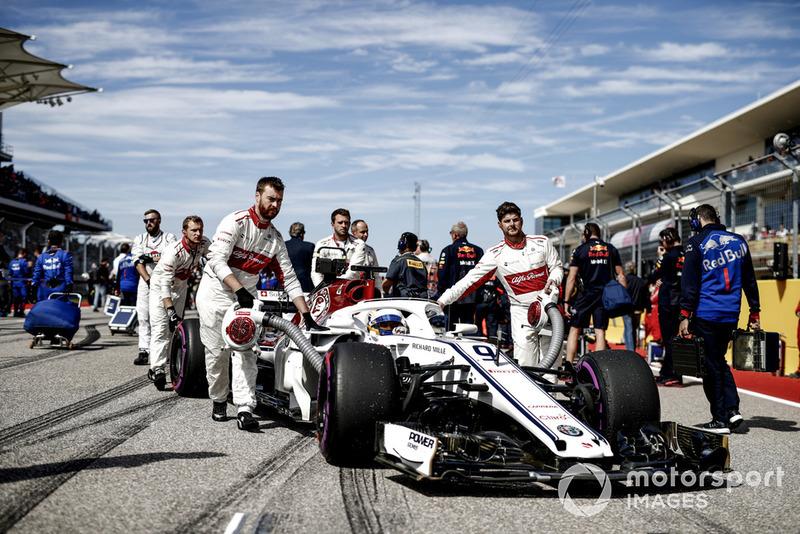 Marcus Ericsson, Sauber C37, arriva in griglia di partenza