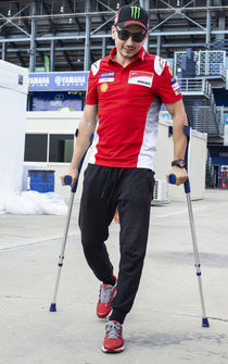 Jorge Lorenzo, Ducati Team, auf Krücken