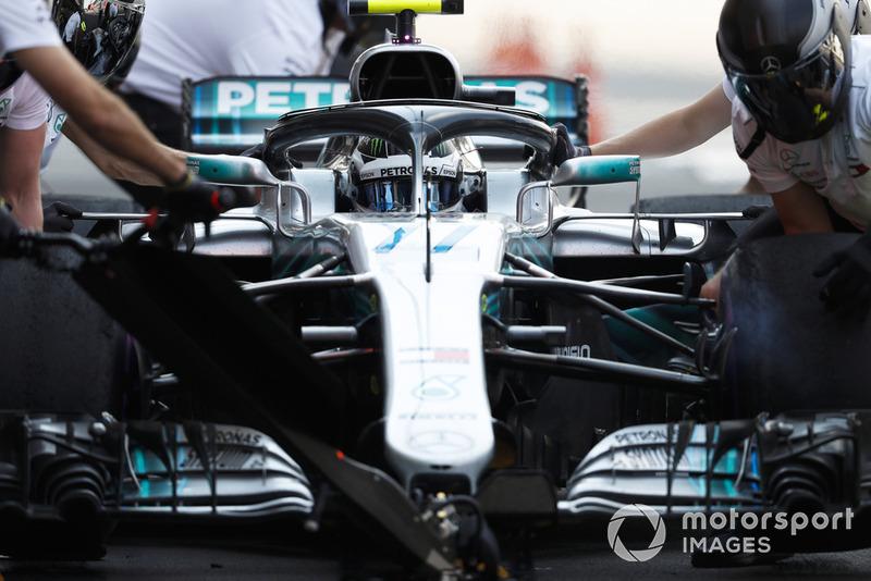 Valtteri Bottas, Mercedes AMG F1 W09 EQ Power+, en pits