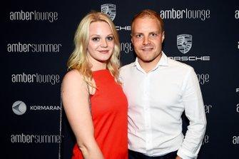 Valtteri Bottas con la fidanzata Emilia Pikkarainen