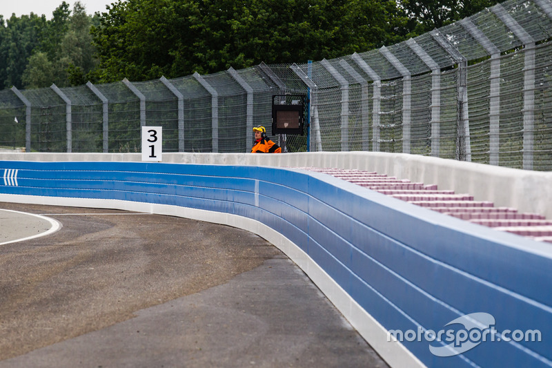 The new SAFER wall at the exit of Porsche Curve