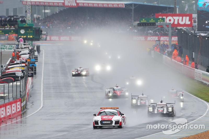 #2 Porsche Team Porsche 919 Hybrid: Romain Dumas, Neel Jani, Marc Lieb lidera detrás del auto de seguridad
