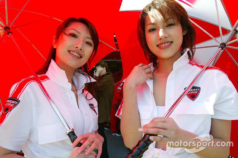 Hermosas chicas Ducati Corse