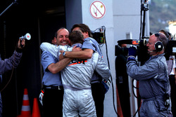 Ron Dennis and Mika Hakkinen, McLaren celebrate his Team Championship