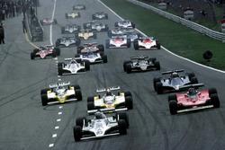 Старт гонки: лидирует Алан Джонс, Williams