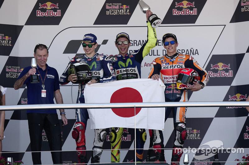 Podium 2016: Pemenang balapan, Valentino Rossi, Yamaha Factory Racing, peringkat kedua, Jorge Lorenzo, Yamaha Factory Racing, peringkat ketiga, Marc Marquez, Repsol Honda Team