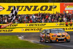 Winners Will Davison, Jonathon Webb, Tekno Autosports Holden