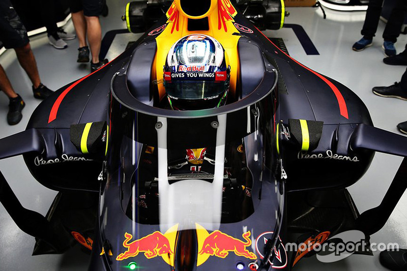 Daniel Ricciardo, Red Bull Racing RB12, mit Cockpitschutz