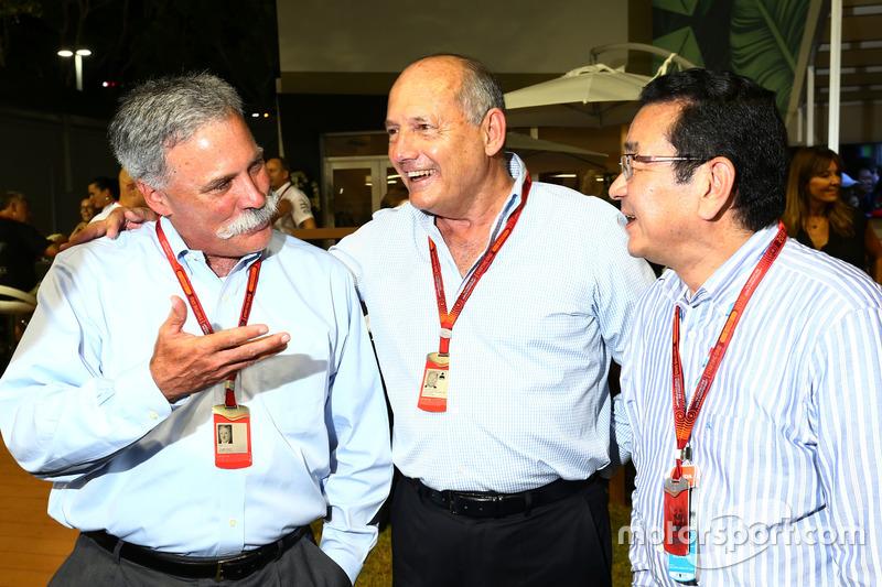 تشايس كاري، رئيس مجلس إدارة مجموعة الفورمولا واحد ورون دينيس، الرئيس التنفيذى لمجموعة مكلارين وتاكاهيرو هاشيجو، الرئيس التنفيذي لشركة هوندا