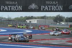Start: #10 Wayne Taylor Racing, Corvette DP: Ricky Taylor, Jordan Taylor führt