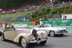 Fernando Alonso, McLaren y Nico Rosberg, Mercedes AMG F1 en el desfile de pilotos