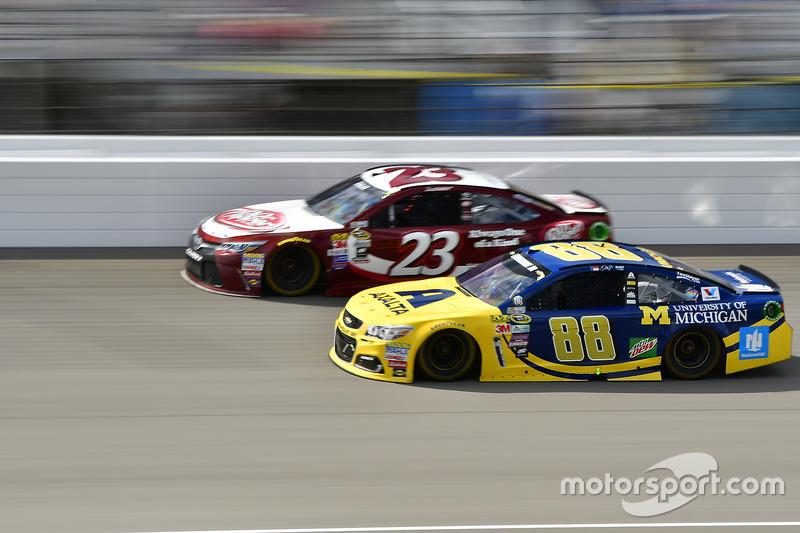 Alex Bowman, Hendrick Motorsports Chevrolet, David Ragan, BK Racing Toyota