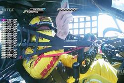 Tom Coronel, Roal Motorsport, Chevrolet RML Cruze TC1, mit Handy im Cockpit