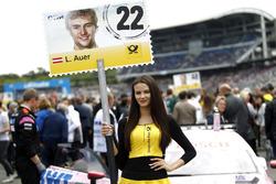 Gridgirl für Lucas Auer, Mercedes-AMG Team HWA, Mercedes-AMG C63 DTM