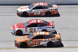 Matt Kenseth, Joe Gibbs Racing, Toyota; Ryan Blaney, Wood Brothers Racing, Ford; Daniel Suarez, Joe Gibbs Racing, Toyota