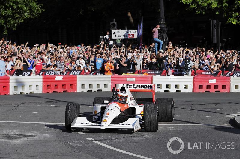 Stoffel Vandoorne, McLaren, mengemudikan mobil McLaren MP4/6 1991