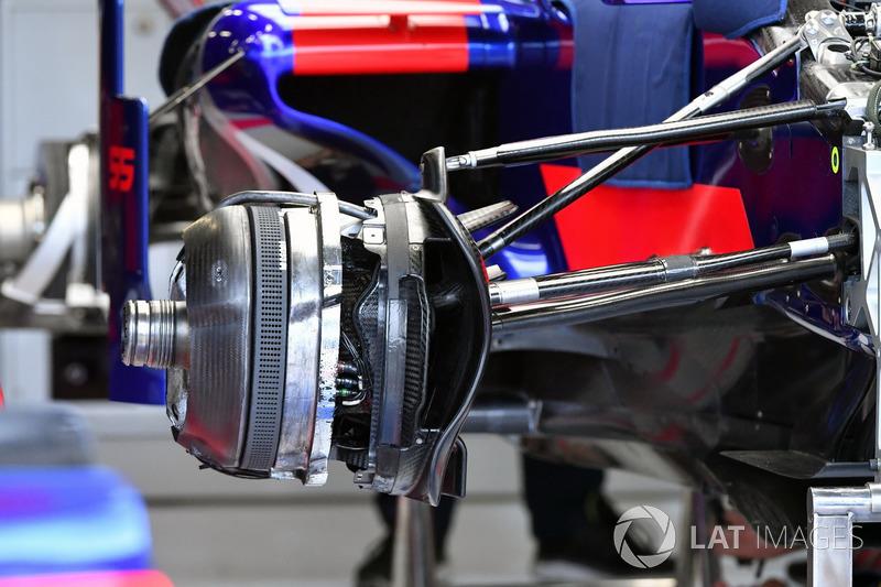 Детали передних тормозов Toro Rosso STR12