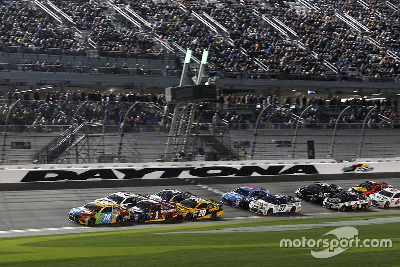 Restart: Kyle Busch, Joe Gibbs Racing, führt