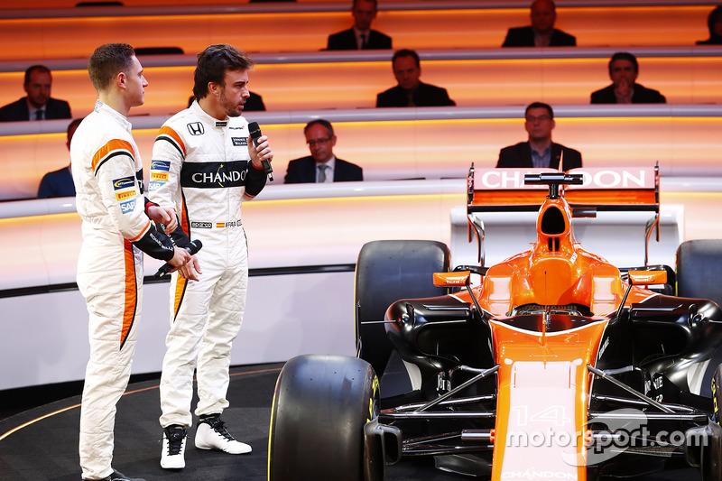 Fernando Alonso en Stoffel Vandoorne met de McLaren MCL32