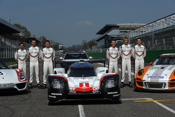 Timo Bernhard, Earl Bamber, Brendon Hartley, Neel Jani, Andre Lotterer, Nick Tandy, durante el lanzamiento de equipo de Porsche