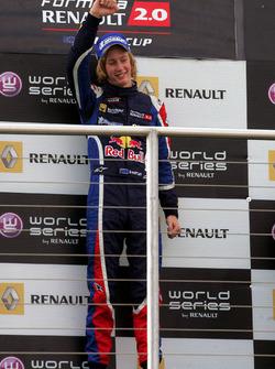 Podio: ganador de la carrera Brendon Hartley, Epsilon Red Bull Team