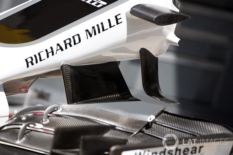Haas F1 Team VF-17 ön kanat detayı