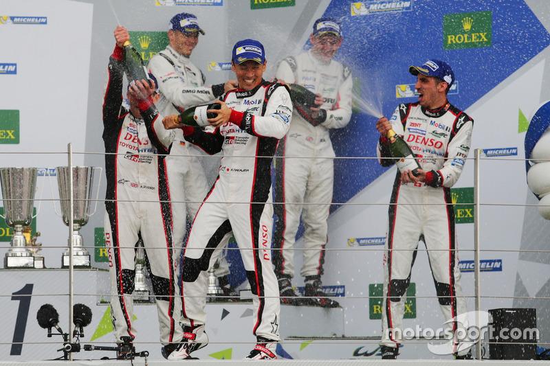 Podium: Race winners #8 Toyota Gazoo Racing Toyota TS050 Hybrid: Anthony Davidson, Sébastien Buemi, Kazuki Nakajima