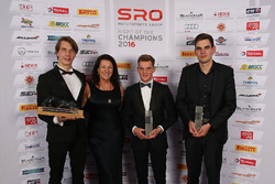 Sean Edwards Trophy winner, Jules Szymkowiak with Daphne McKinley Edwards, Chairman and Founder of Sean Edwards Foundation and the other nominees, Luca Stolz, Dries Vanthoor