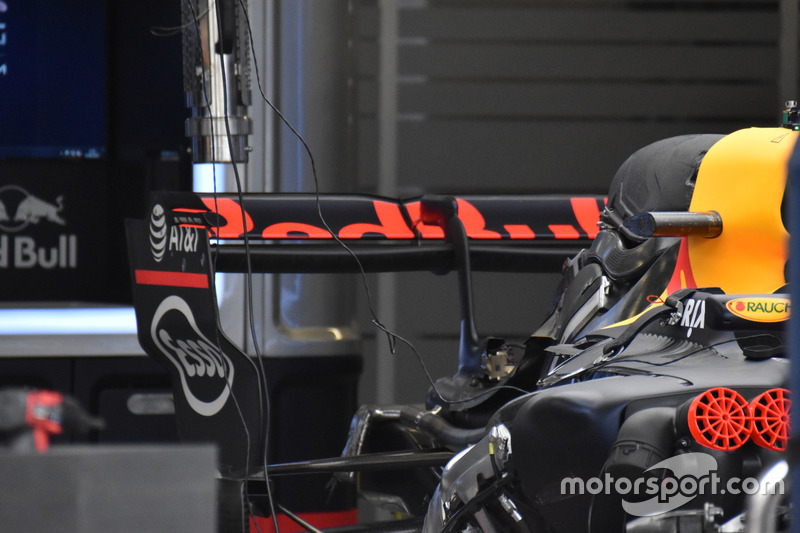 Заднє антикрило Red Bull Racing RB13