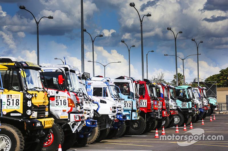 Camiones listos en el Podium de salida