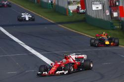 Kimi Räikkönen, Ferrari, SF70H; Max Verstappen, Red Bull Racing, RB13; Felipe Massa, Williams, FW40