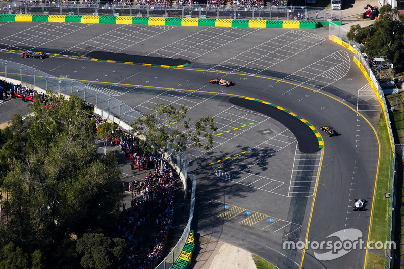 Stoffel Vandoorne, McLaren, MCL32; Nico Hülkenberg, Renault Sport F1 Team, RS17; Lance Stroll, Williams, FW40