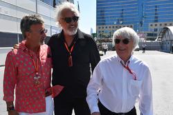 Комментатор телеканала Channel 4 F1 TV Эдди Джордан, Флавио Бриаторе и Берни Эклстоун