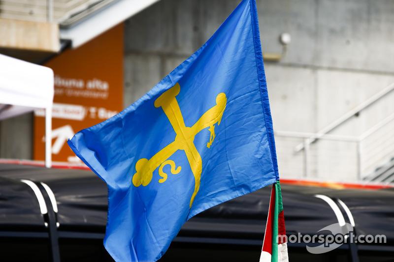 Прапор на підтримку Фернандо Алонсо, McLaren