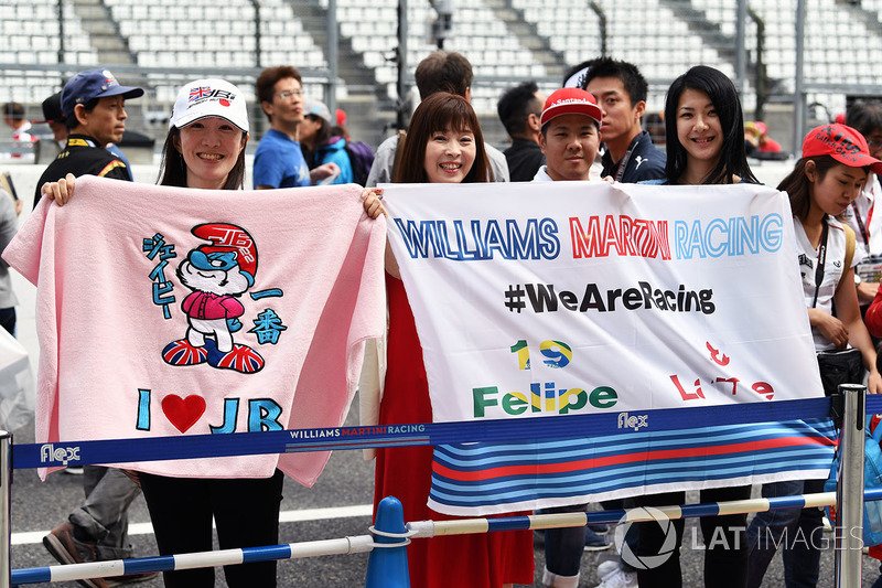 Williams fans and banners