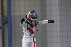 Yarış galibi #29 Audi Sport Team Land-Motorsport, Audi R8 LMS: Kelvin van der Linde