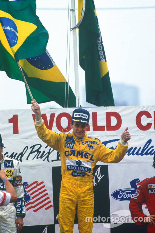 Podium: race winner Ayrton Senna, Team Lotus