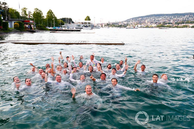 ABB Formula E Team jump into Lake Zurich