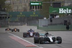 Lewis Hamilton, Mercedes AMG F1 W09, Brendon Hartley, Toro Rosso STR13 Honda, Max Verstappen, Red Bull Racing RB14 Tag Heuer, Daniel Ricciardo, Red Bull Racing RB14 Tag Heuer