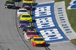 Joey Logano, Team Penske, Ford Fusion Shell Pennzoil and Paul Menard, Wood Brothers Racing, Ford Fusion Motorcraft / Quick Lane Tire & Auto Center