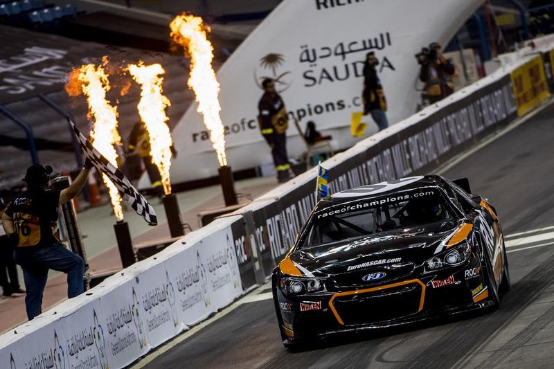 Joel Eriksson del Equipo de Suecia conduciendo el Whelen NASCAR